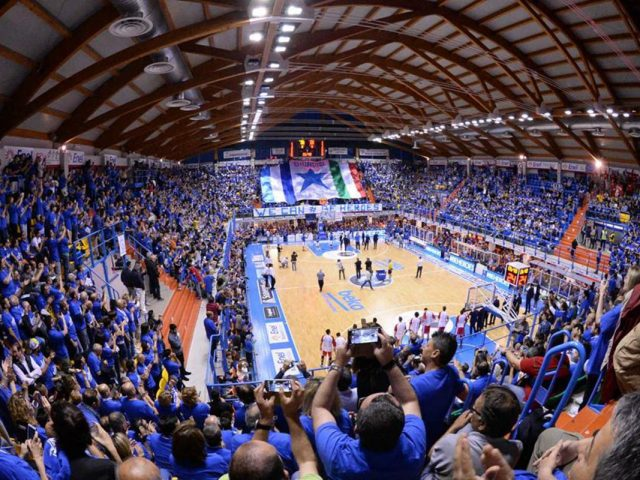 https://www.newbasketbrindisi.it/wp-content/uploads/2019/02/11234051_651961661571118_2383391081421261332_n-1-640x480.jpg